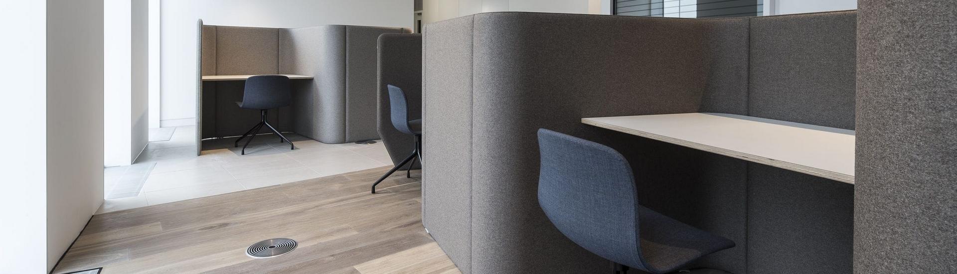 Floor-mounted desk partition / laminate