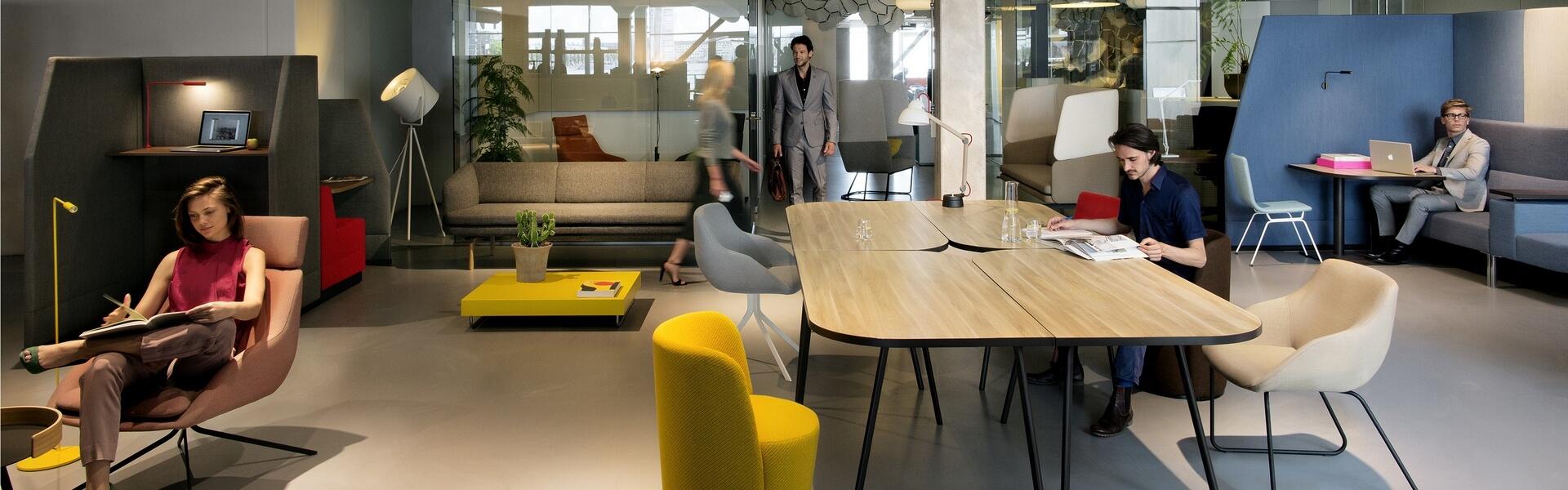 Trendy kantoorinrichting, sfeervolle ontmoetingsplek