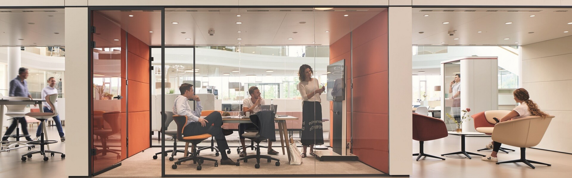 Zakelijke kantoorinrichting met nieuw Sedus meubilair