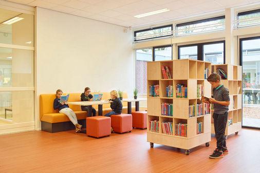 Perla schoolmeubilair met boekenkast